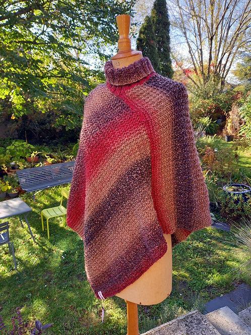 Poncho rouge et marron tricoté main