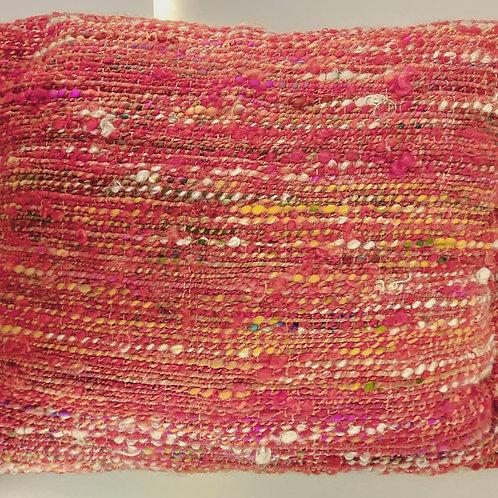 Coussin rouge en laine filée main