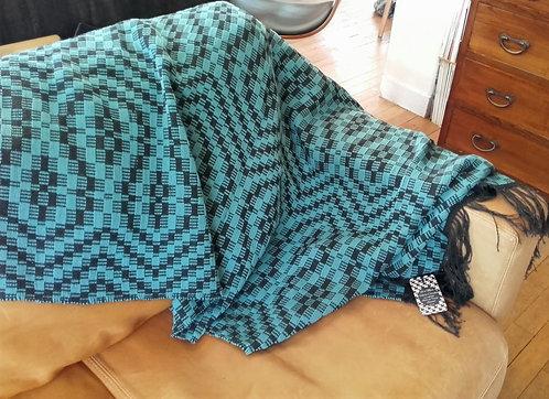 Plaid géométrique noir et bleu en laine