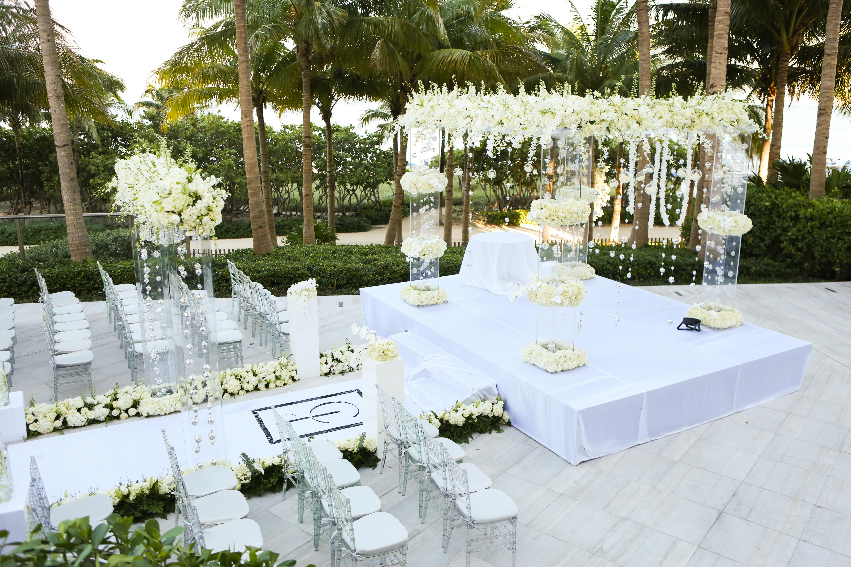 Beautiful wedding with acrylic chuppah