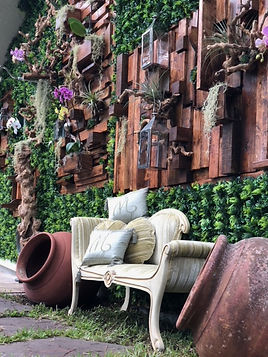 Amazing Oudoor Modern wall with Greens and pretty flowers