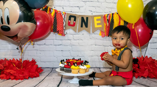 Smash Cake Mickey Mouse Session