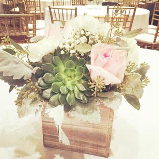 Centerpieces #woodenbox #weddingflowers