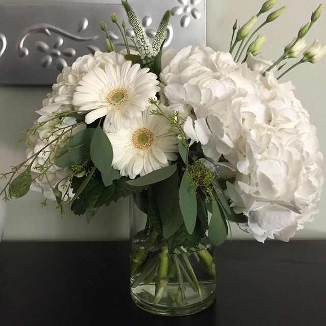 Flower arrangement with designer hydrang