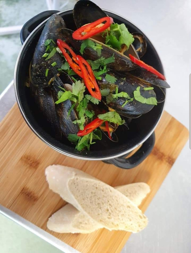 Moules with a Touch of Chilli