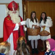 Der Nikolaus kam mit seinen Engerl.JPG