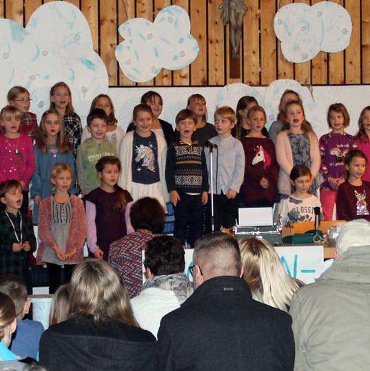 Chor der Grundschule Airning.JPG