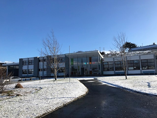 Spring has not yet sprung! We had a lovely fall of snow at lunchtime today. l