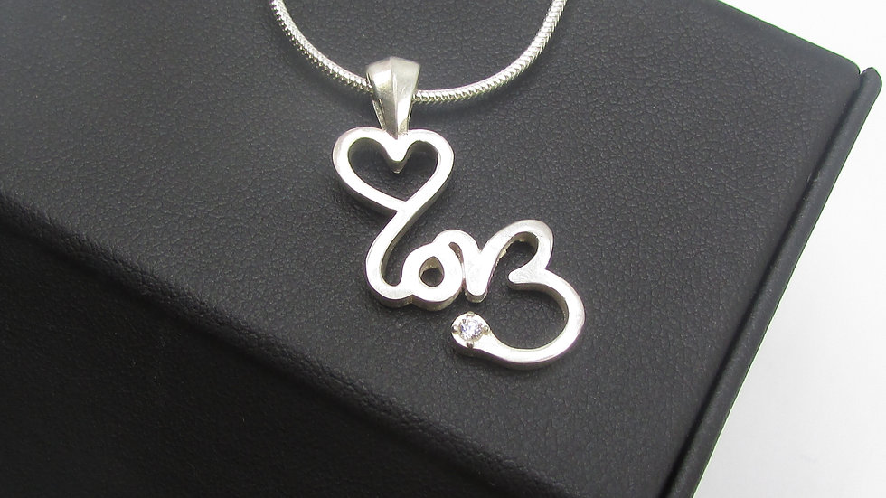 SIGNATURE LOVE Crystal Necklace