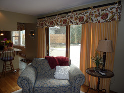 French Country Valance w/ Drapes