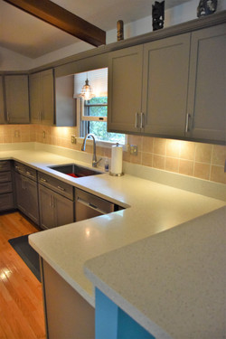White Recycled Glass Countertops