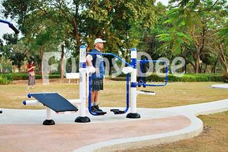 เครื่องออกกำลังกายกลางแจ้ง-จัดตั้งที่สวนเฉลิมพระเกียรติสมเด็จย่า-funnydee-12