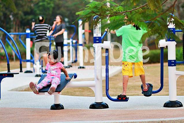 เครื่องออกกำลังกายกลางแจ้ง-จัดตั้งที่สวนเฉลิมพระเกียรติสมเด็จย่า-funnydee-39