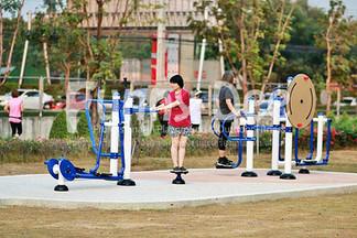 เครื่องออกกำลังกายกลางแจ้ง-จัดตั้งที่สวนเฉลิมพระเกียรติสมเด็จย่า-funnydee-33