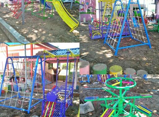 ผลงานการผลิตอุปกรณ์สนามเด็กเล่น ติดตั้งที่รร.บ้านหนองหัววัว อ.พรานกระต่าย จ.กำแพงเพชร