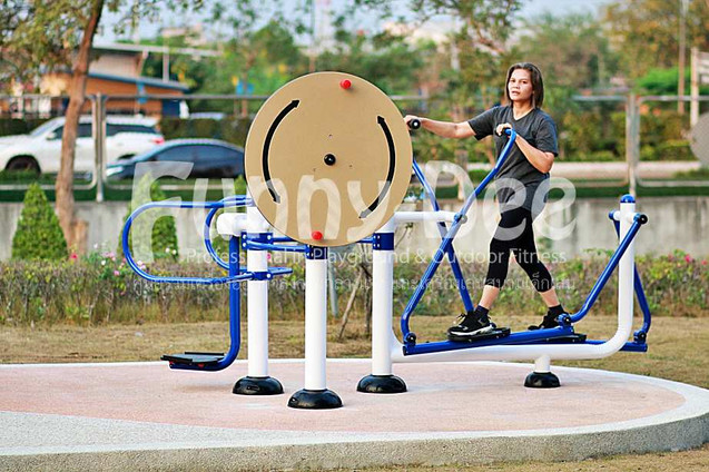 เครื่องออกกำลังกายกลางแจ้ง-จัดตั้งที่สวนเฉลิมพระเกียรติสมเด็จย่า-funnydee-27