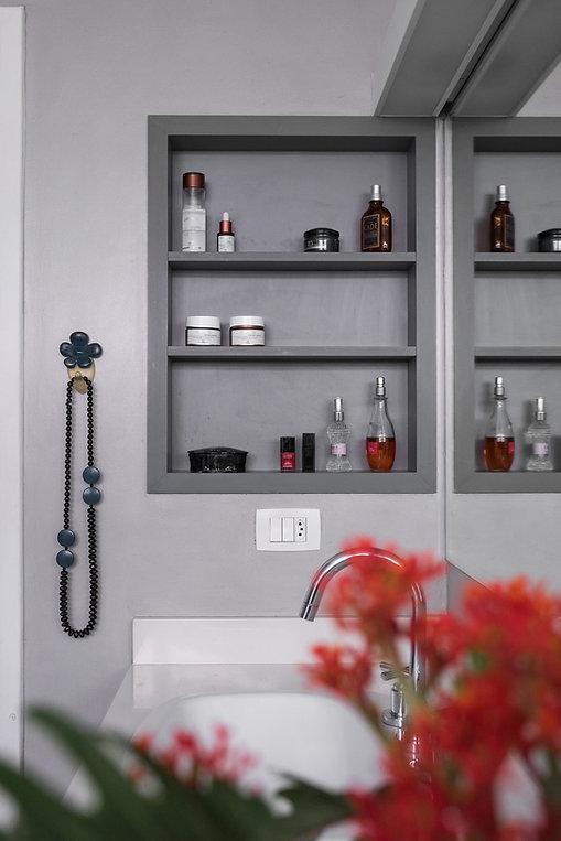 Banheiro Azul Vermelho nicho.jpg
