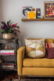 Projeto Brooklin - detalhe sofá amarelo.