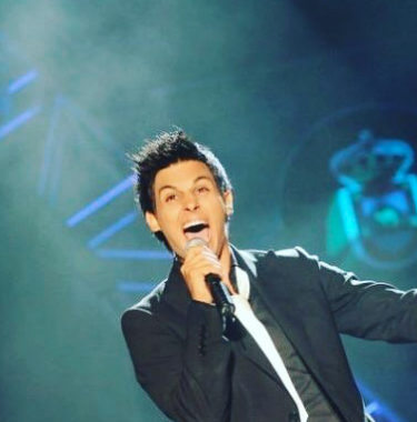 Raul Dominguez Presentando.png