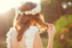 Noiva com as flores no cabelo