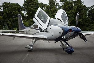 Avion au sol Cirrus SR22