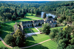 Chateau Vaux de Cernay vue du ciel