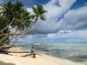 איש בודד על חוף | ניו איירלנד, פפואה גינאה החדשה