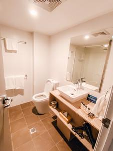 Oaks Hotel Toowoomba bathroom