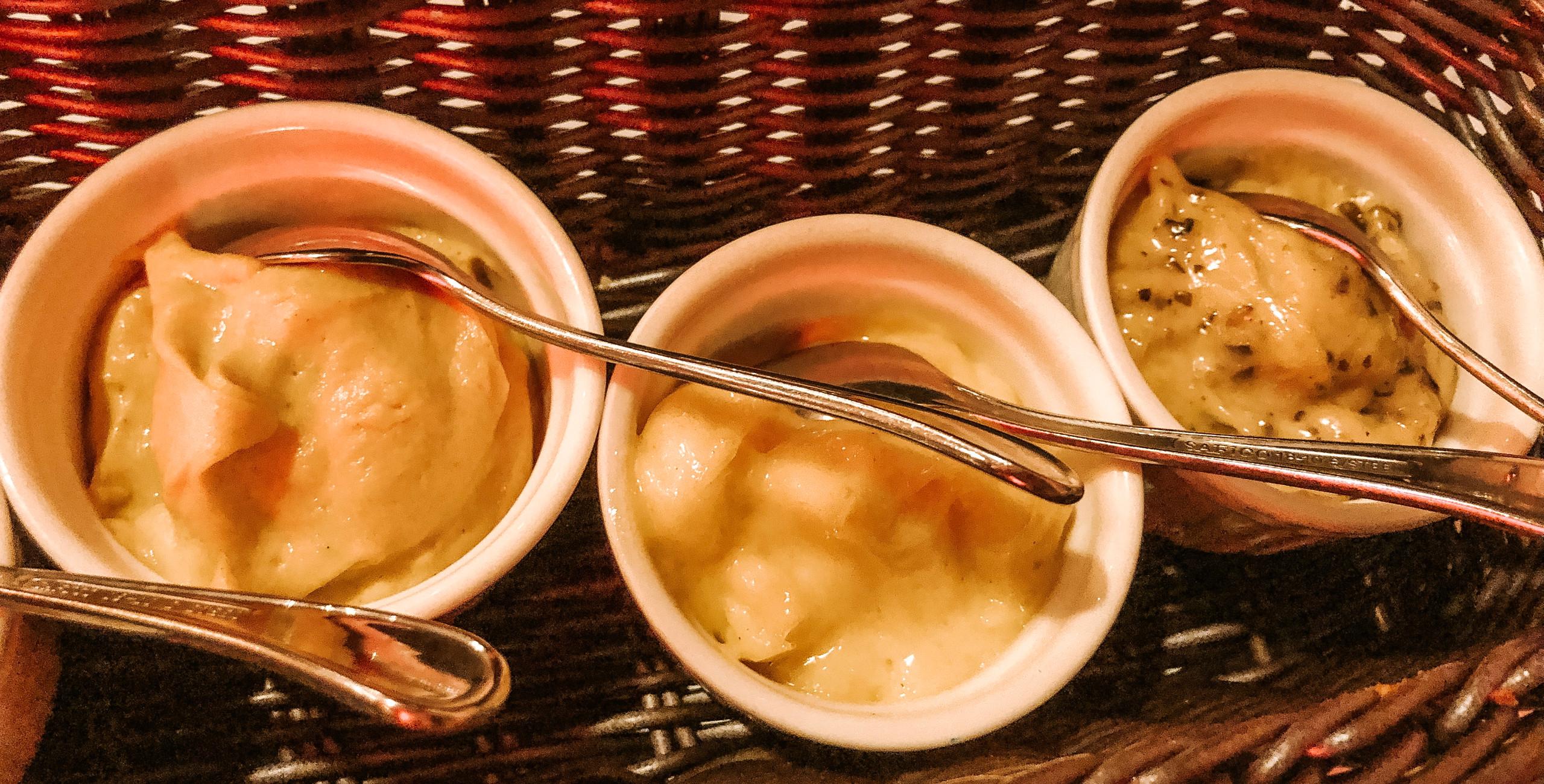 Les Bouchons Singapore River Valley Restaurant sauce condiments
