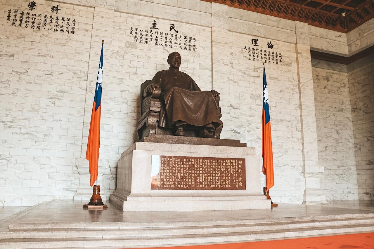 National Chiang Kai-shek Memorial Hall statue taiwan