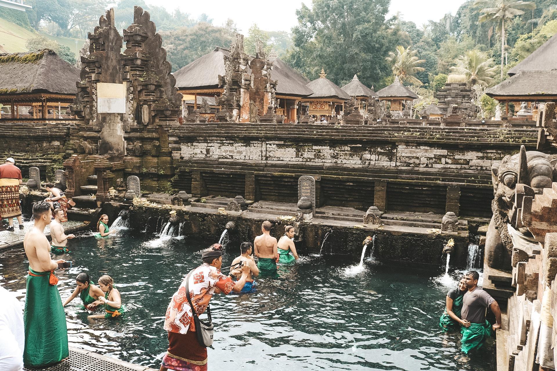 Pura Tirta Empul Holy water temple ubud bali indoensia travel guide