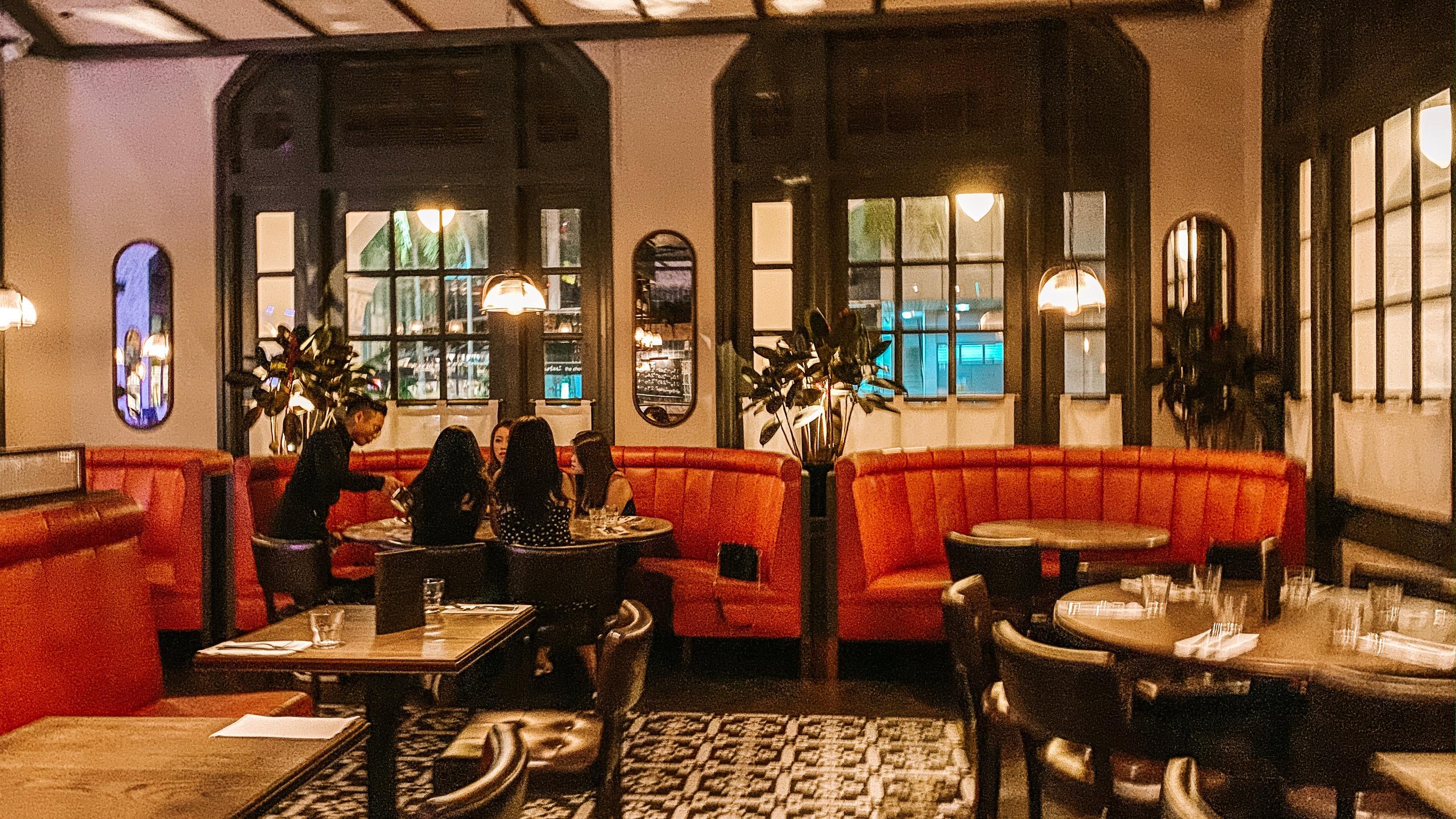 Burger & Lobster Raffles Hotel Singapore restaurant interior