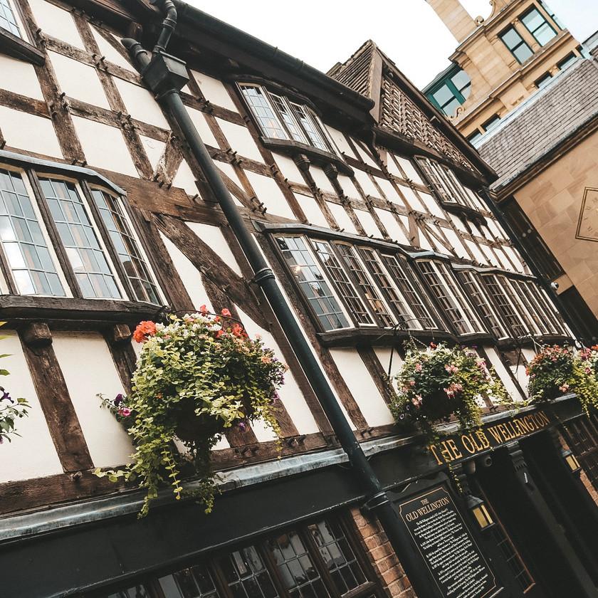 Old wellington inn pub Manchester building exterior