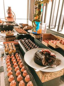 SKAI bar and restaurant Singapore Swissotel the Stamford dessert buffet