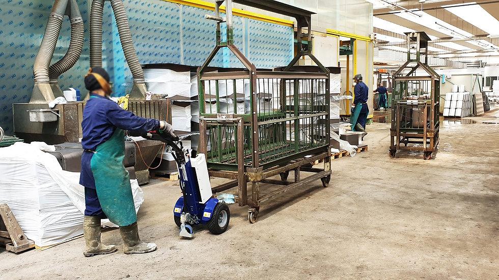 Zallys M12 Rebocador elétrico compacto move um carrinho industrial