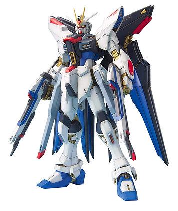 "Strike Freedom Gundam, ""Gundam SEED Destiny"" Bandai MG 1/100"