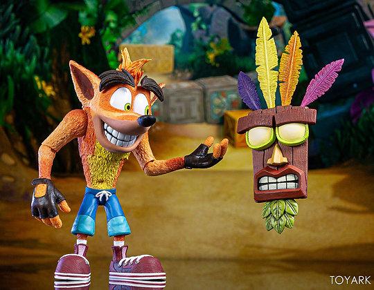 Crash Bandicoot Ultra Deluxe con máscara Aku Aku NECA