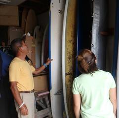 4-1 スクール当日の波のサイズやスクール生の経験や身長体重等で使うサーフボードを選びます~貴方ならこれで如何ですか?。