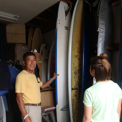 4 スクール当日の波のサイズやスクール生の経験や身長体重等で使うサーフボードを選びます。