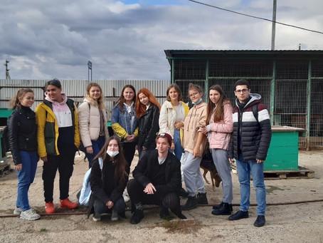 19 сентября 12 студентов Факультета нефти и нефтехимии посетили Казанский приют бездомных животных в