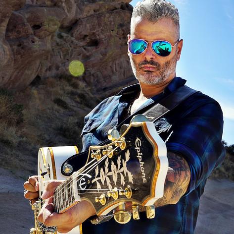 Bull y Los Bufalos / Gibson Epiphone / Lethal Threat