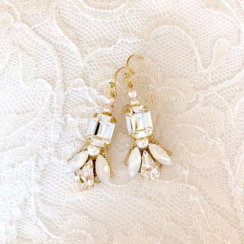 CAROLINE: Flirty Emerald Stone Earrings
