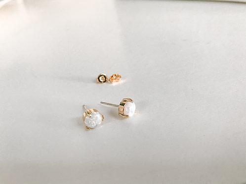 PRETTY OPAL Stud Earrings in Gold