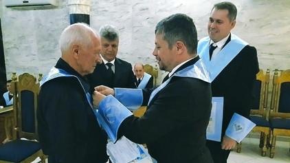 GBLS Saber e Fraternidade Nº 04 entrega ao Ir. Serverino Pertele o Título de Venerável Mestre de Hon