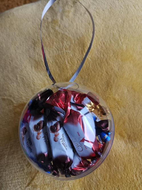 10cm bauble filled with 16x 4 different flavours of mini Guylian chocs