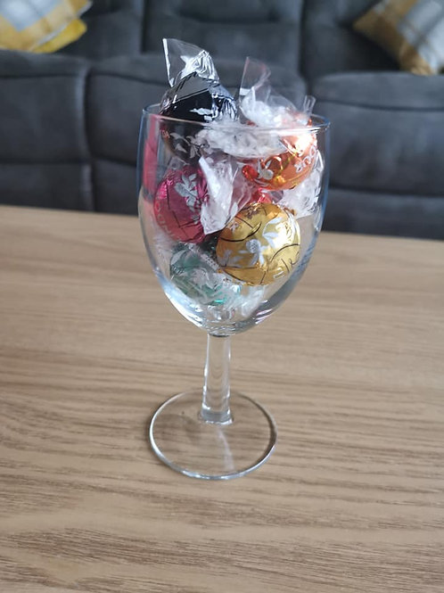 6x different flavour lindt Lindors in a wine glass