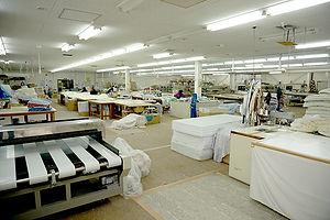 広い工場内は整理が行き届き、つねに効率的な作業を可能としています。