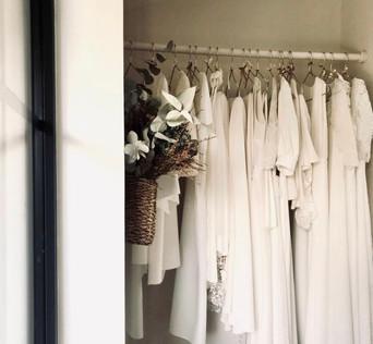 BAE8656D-740A-47FD-A46A-2F672B2DF36C_1_201_a.jpegMadame est couturière créatrice de robes de mariée à Bordeaux robes sur mesure couture accessoires mariée mariage dentelle de Calais crepe de soie