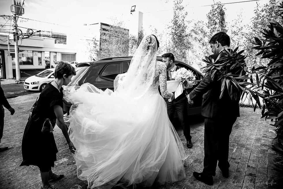 Vestido de Noiva com véu longo. Casament