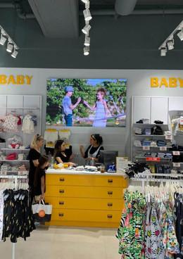 התקנת מסכי תצוגה בחנויות
